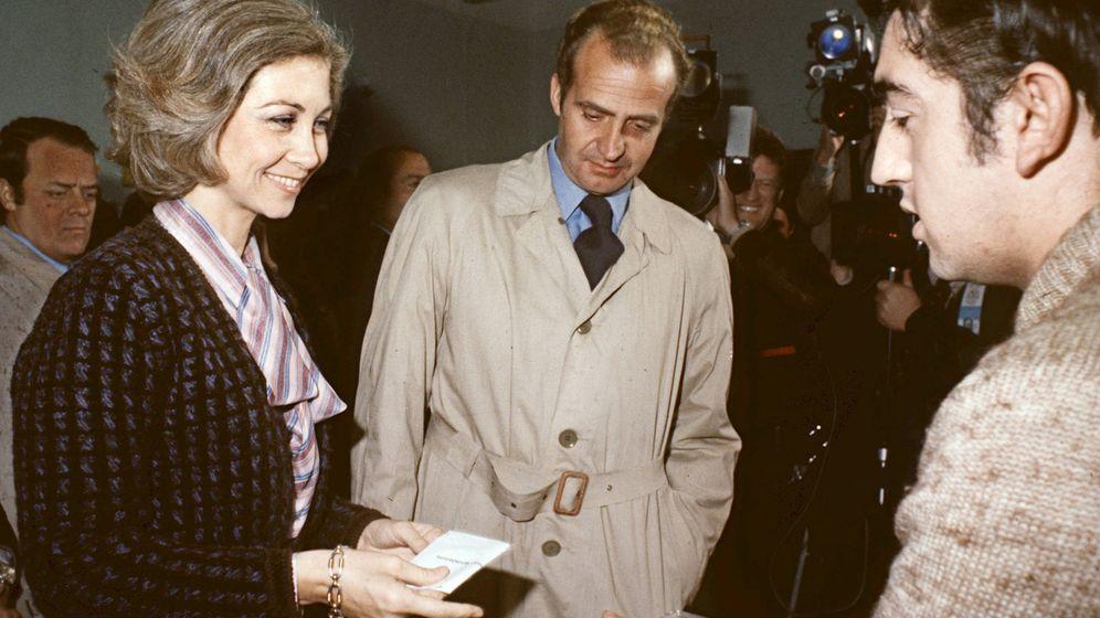 Foto: Los reyes Sofía y Juan Carlos votando la Constitución. (EFE)