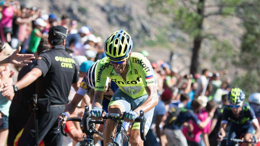 Foto: Contador, en la subida al muro de Erzo (Suso Carleos / Cordon Press).
