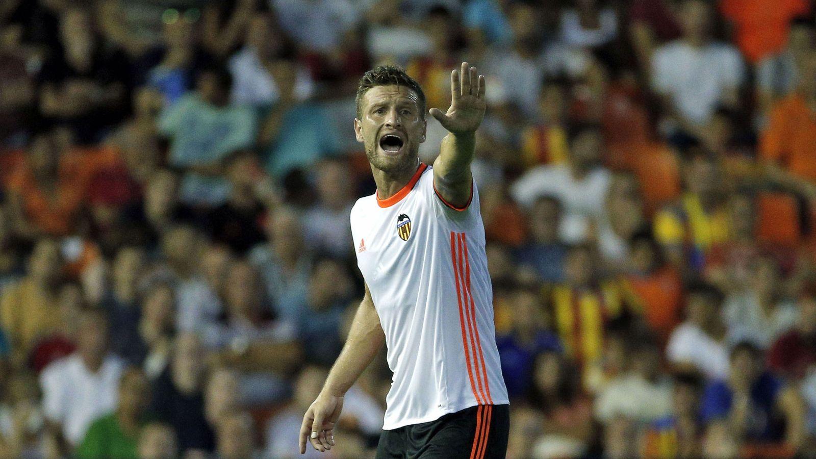 Foto: Shkodran Mustafi durante un partido con el Valencia (Manuel Bruque/EFE)