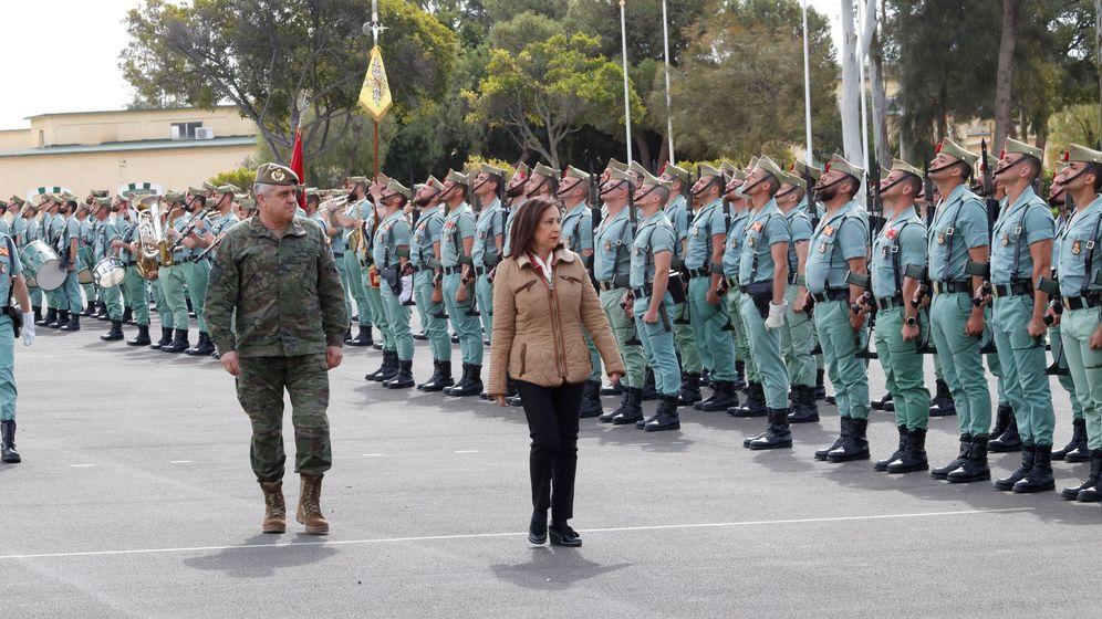 Foto: La ministra de Defensa, Margarita Robles, de visita en una base militar. (EFE)