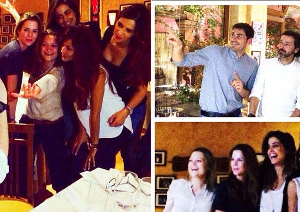 Foto: A la izquierda, Amelia Bono, una amiga, Isabel Jiménez, Patricia Pérez y Sara Carbonero. A la derecha, Iker, Luis Canut, Pedro Piqueras, un amigo y Manuel Marto