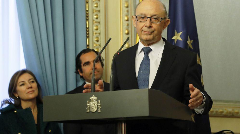 Foto: Cristóbal Montoro, durante su intervención en el traspaso de competencias al inicio del segundo Gobierno de Rajoy. (EFE)