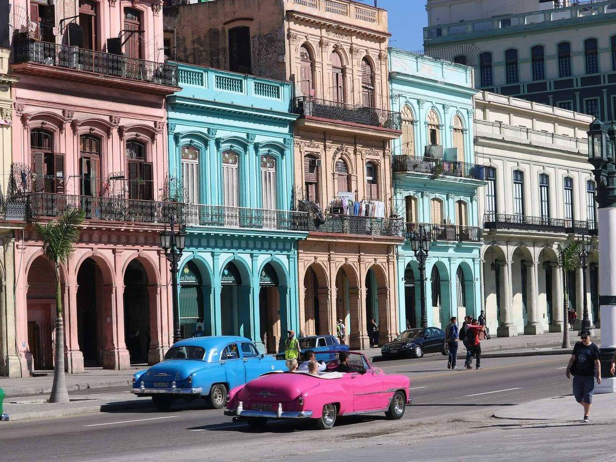 Foto: En las ciudades cubanas son frecuentes los coches norteamericanos de los 50.