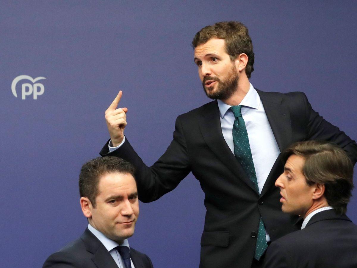 Foto:  El líder del PP, Pablo Casado (c), acompañado del secretario general, Teodoro García Egea (i) y el vicesecretario de Comunicación, Pablo Montesinos. (EFE)