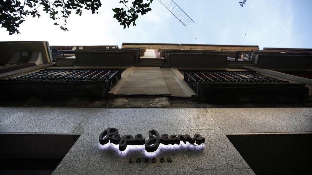 Foto: El logo de Pepe Jeans en una tienda de Madrid. (Reuters)