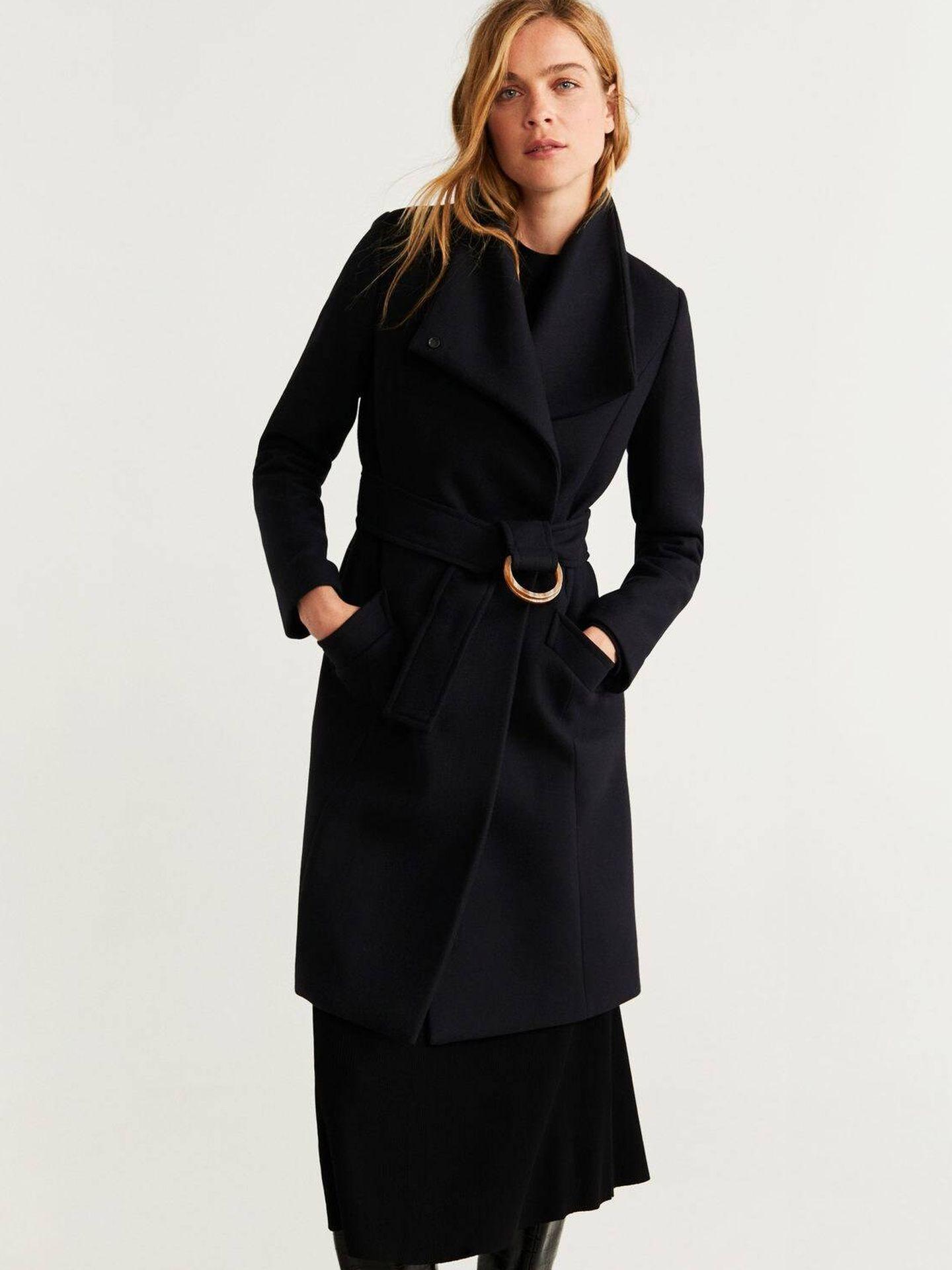 Abrigo de lana de Mango Outlet. (Cortesía)