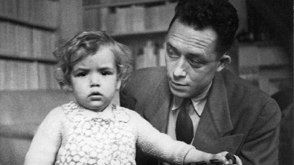 Foto: Albert Camus y su hija Catherine (EFE)