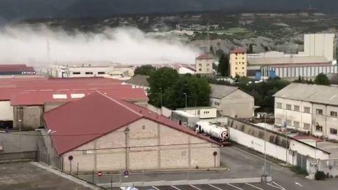 Un incendio en una fábrica de cloro obliga a confinar Sabiñánigo (Huesca)