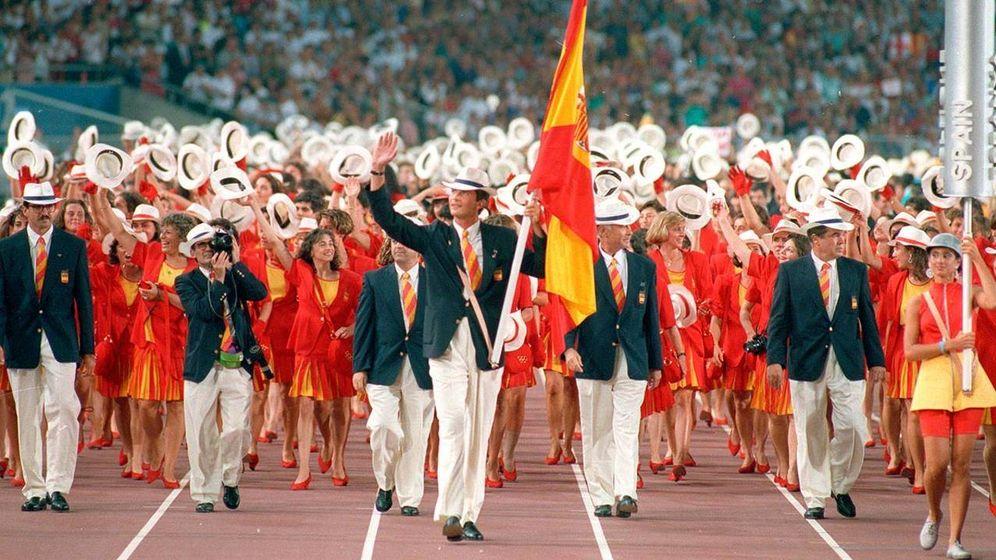 Foto: Felipe de Borbón como abanderado en la inauguración de los Juegos Olímpicos de Barcelona 92. (EFE)