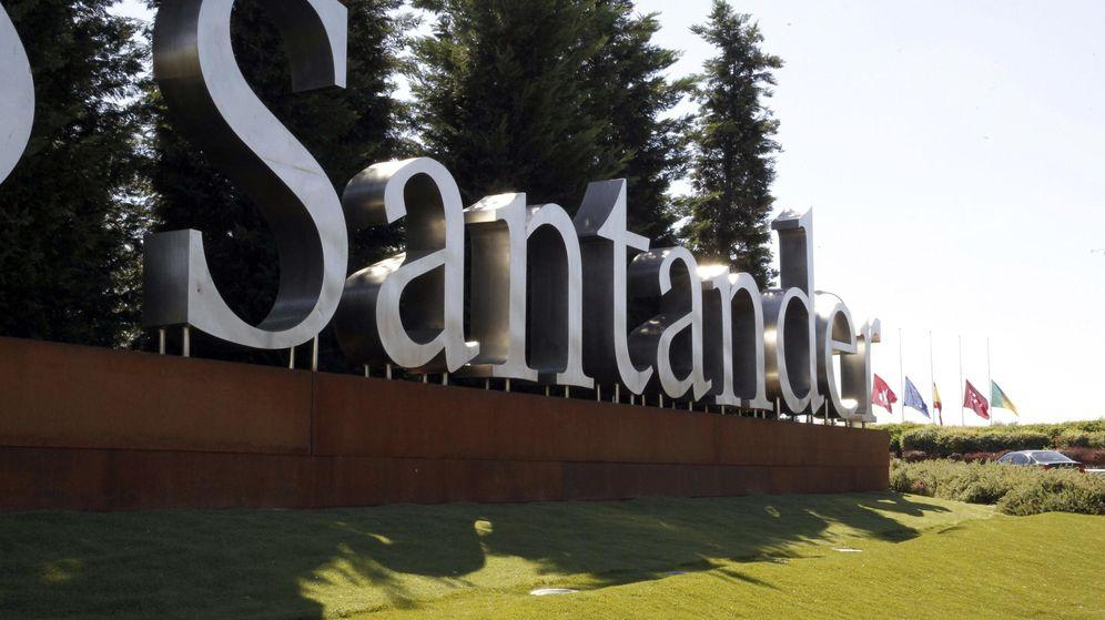 Foto: Imagen del rótulo a las puertas de la Ciudad Financiera en Boadilla del Monte. (EFE)