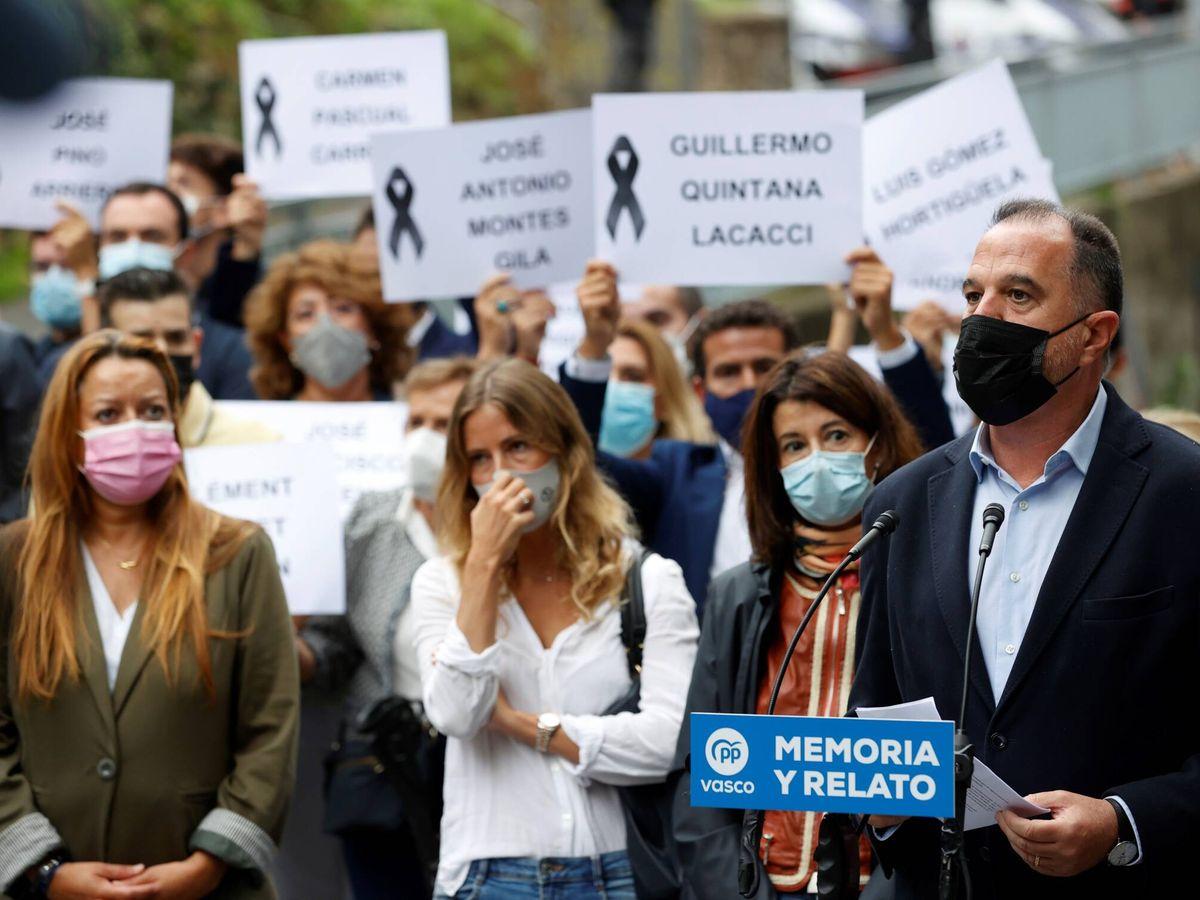 """Foto: Acto del PP """"como desagravio a las víctimas del terrorismo"""" en Mondragón. (EFE)"""