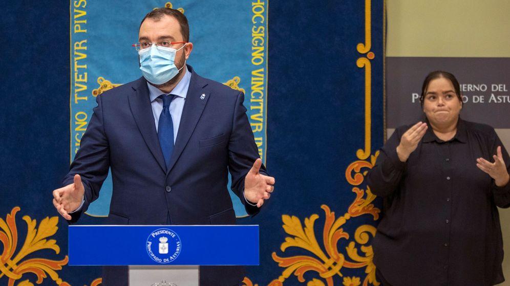 Foto: El presidente del Principado de Asturias, Adrián Barbón, en rueda de prensa. (EFE)
