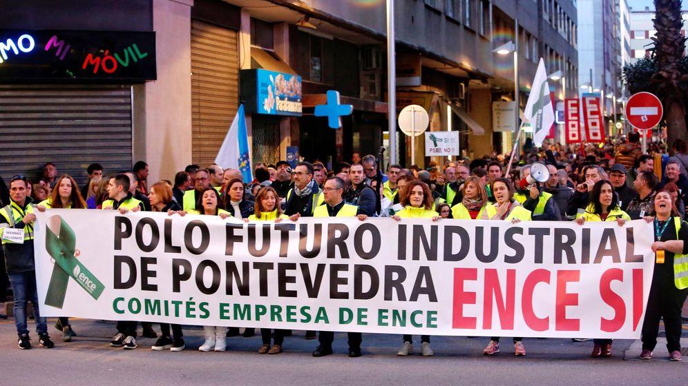 Foto: Miles de personas advierten que Ence no se cierra con una masiva protesta. (EFE)
