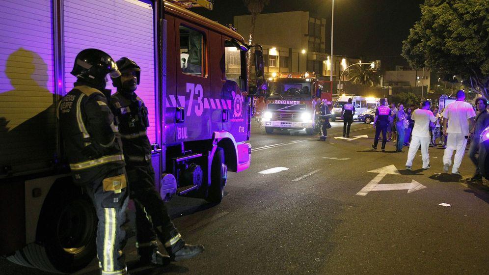 Foto: Exterior del Hospital de la Candelaria, en Tenerife, tras en incendio. (EFE)