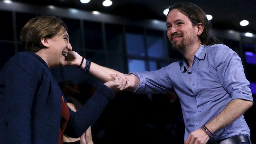 Foto: Ada Colau y Pablo Iglesias durante un mitin de campaña. (Reuters)