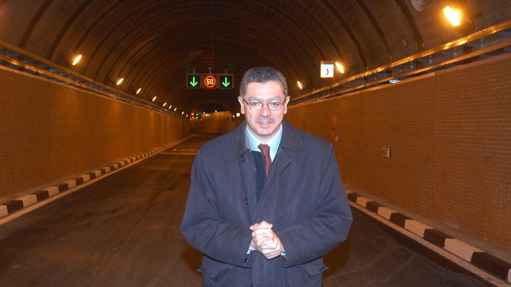 Foto: Alberto Ruiz-Gallardón, en uno de los túneles de la M-30. (Ayuntamiento de Madrid)