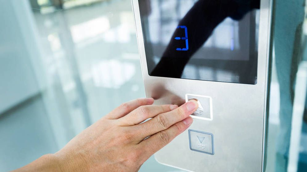 Foto: Si cedo parte de mi piso para instalar el ascensor, ¿tengo derecho a indemnización? (iStock)