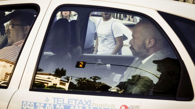 Pablo Comas sale de la Audiencia tras declarar por la querella criminal del Recre Trust. (EFE)
