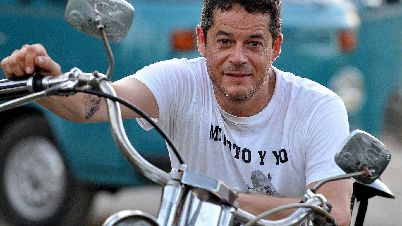 Jorge Sanz, sobre una Harley Davidson en La Habana. (EFE)