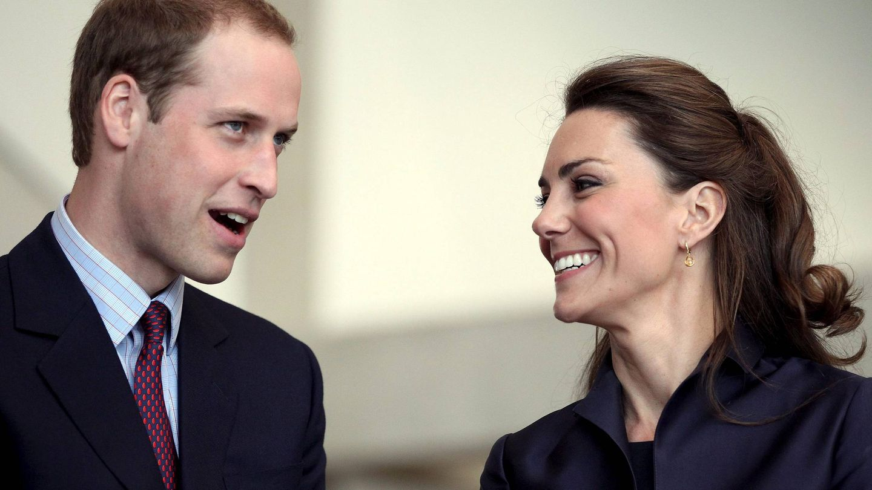 El príncipe Guillermo, con su entonces novia Kate Middleton en una imagen de archivo. (EFE)