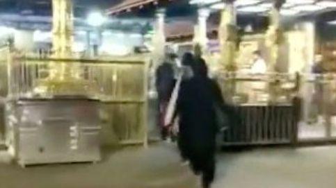 Dos mujeres desafían siglos de tradición al entrar en un templo prohibido en India