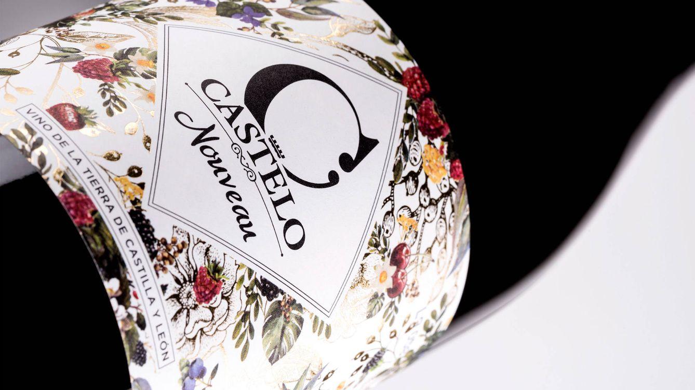 Foto: En línea con la cuidada estética de la gama Castelo de Medina, Castelo Nouveau 2018 se presenta en una elegante botella borgoñesa en la que destaca su colorida etiqueta.