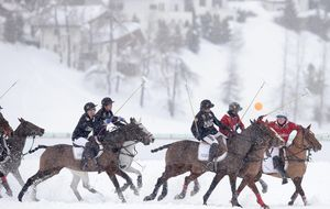 La 'marca España' se refuerza en China a caballo y sobre la nieve