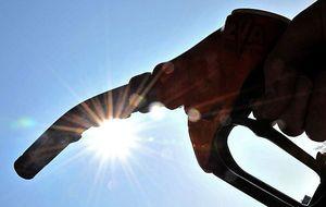 Las cuentas y tarjetas para mitigar la subida de los precios de la gasolina
