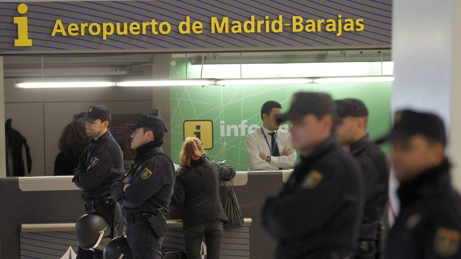 Foto: Policías en la T4 de Barajas, en una foto de archivo. (EFE)