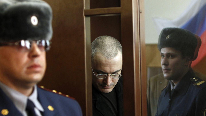 El magnate Jodorkovski ante un tribunal en Moscí en una imagen de archivo (Reuters).