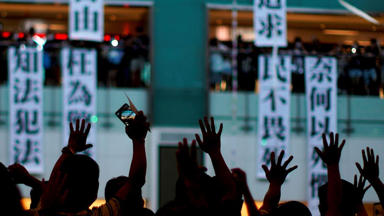 Manifestantes en un centro comercial de Hong Kong. (Reuters)