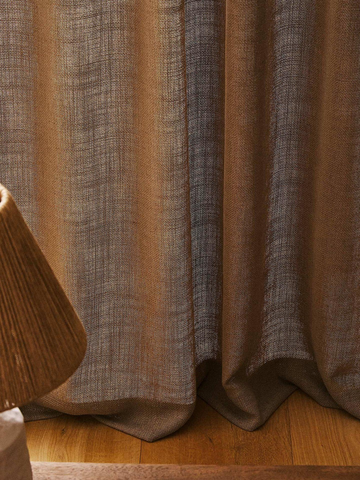 Cortinas de las rebajas de Zara Home. (Cortesía)