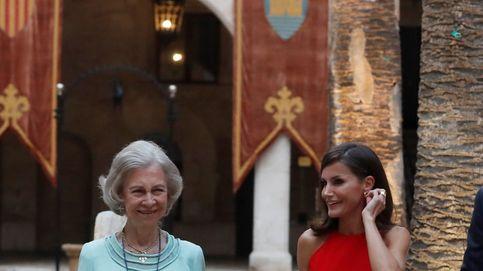 Zara tiene el vestido rojo de cuello halter para emular a la reina Letizia