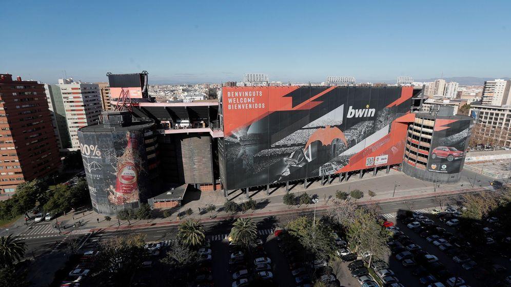 Foto: El estadio actual de Mestalla, que ADU prevé demoler para hacer viviendas si cierra la compra con el Valencia CF. (EFE)