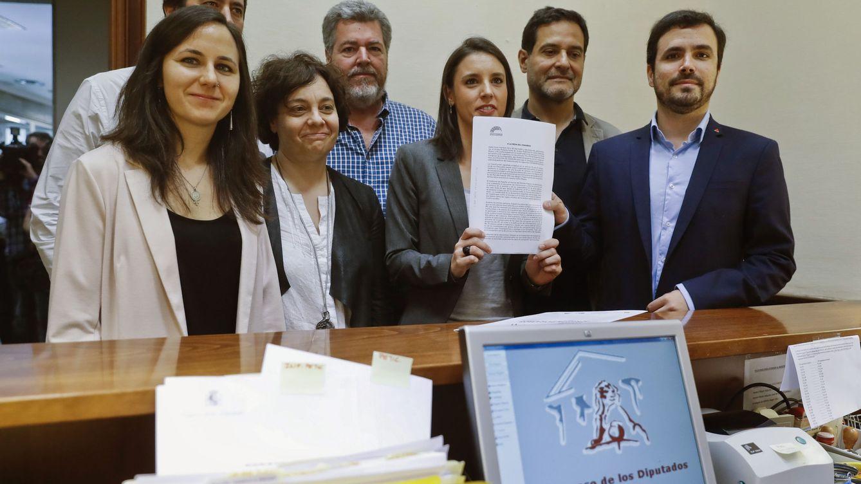 Iglesias se cuela en las primarias del PSOE