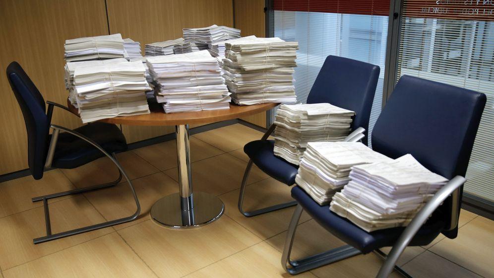 Foto: Papeleo acumulado en un juzgado. (EFE)