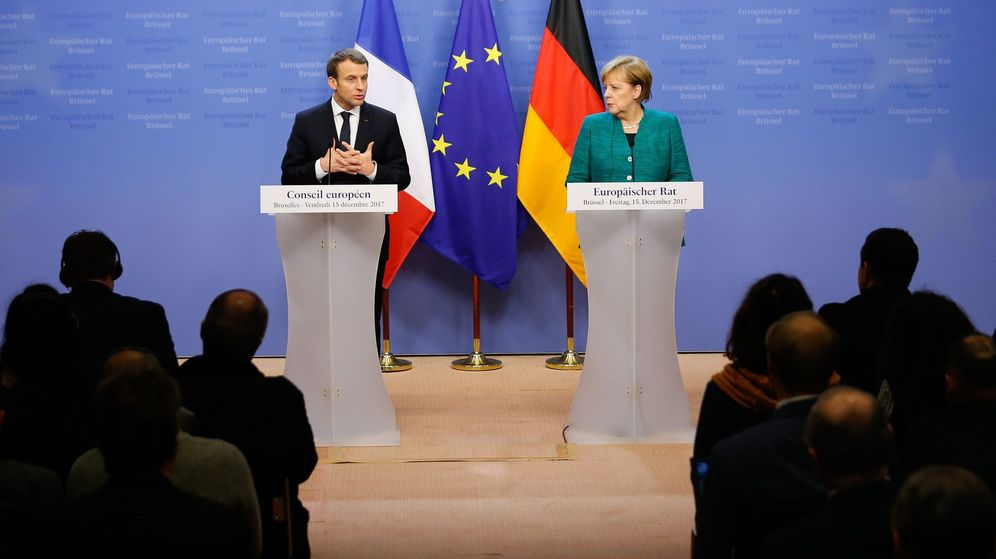 Foto: El presidente francés Emmanuel Macron y la canciller alemana Angela Merkel en una rueda de prensa conjunta en 2017. (EFE)