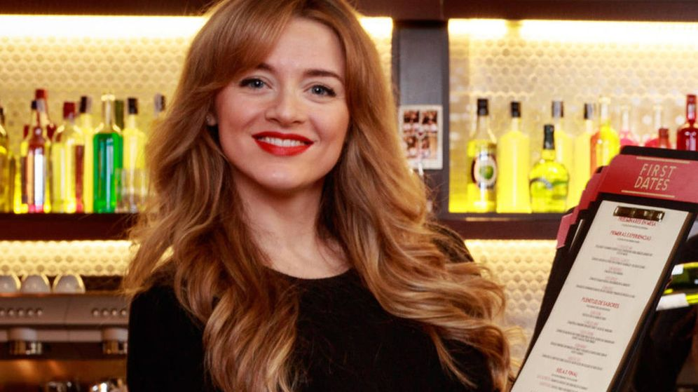 Foto: Yulia, camarera de 'First Dates'. (Mediaset España)