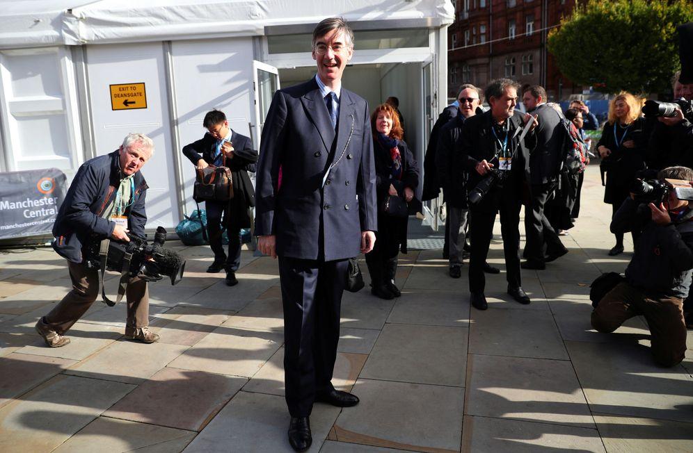 Foto: Jacob Rees-Mogg a su llegada a una conferencia del Partido Conservador en Manchester. (Reuters)