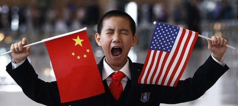 Foto: Un niño chino espera al comienzo de una recepción organizada para Hillary Clinton en Pekín (Reuters).