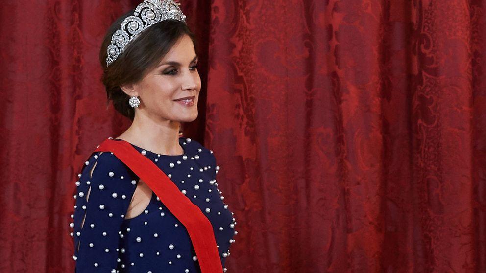 La reina Letizia estrena vestido y tiara en la cena de gala con el presidente de Portugal