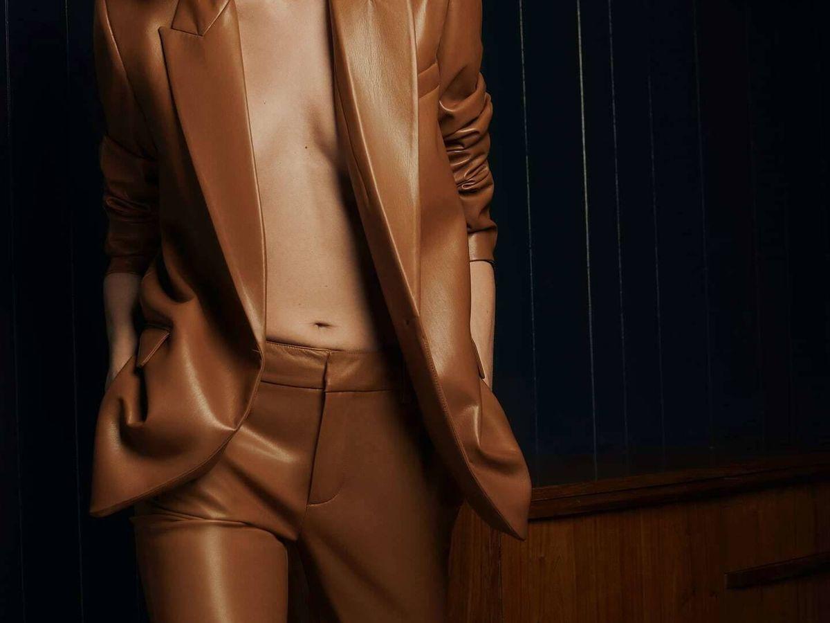 Foto: Pantalón y chaqueta efecto piel de Zara. (Cortesía)