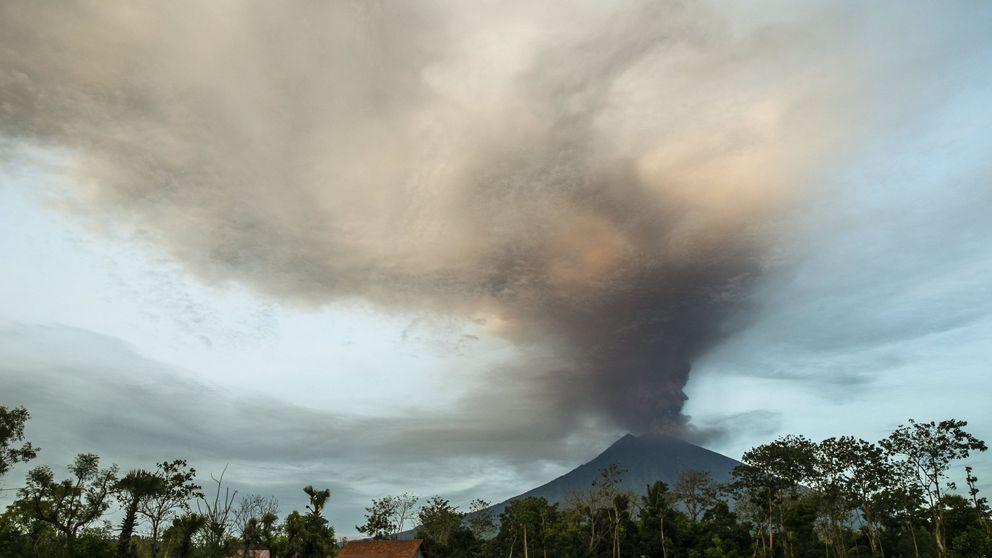 Así entró en erupción el volcán Agung, en la turística isla de Bali (Indonesia)