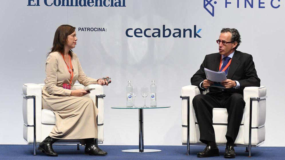 Foto: Ruth Ugalde (El Confidencial) y Álvaro Guzmán de Lázaro (azValor), durante su encuentro en el III Iberian Value.