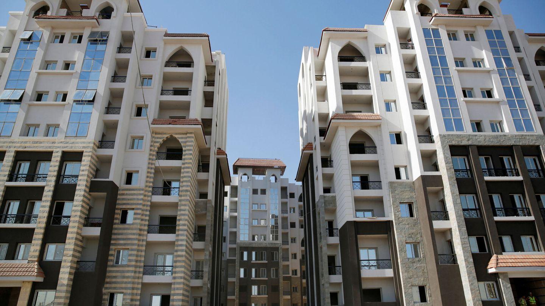 Uno de los bloques de edificios que se están construyendo en la nueva ciudad egipcia. (Reuters)