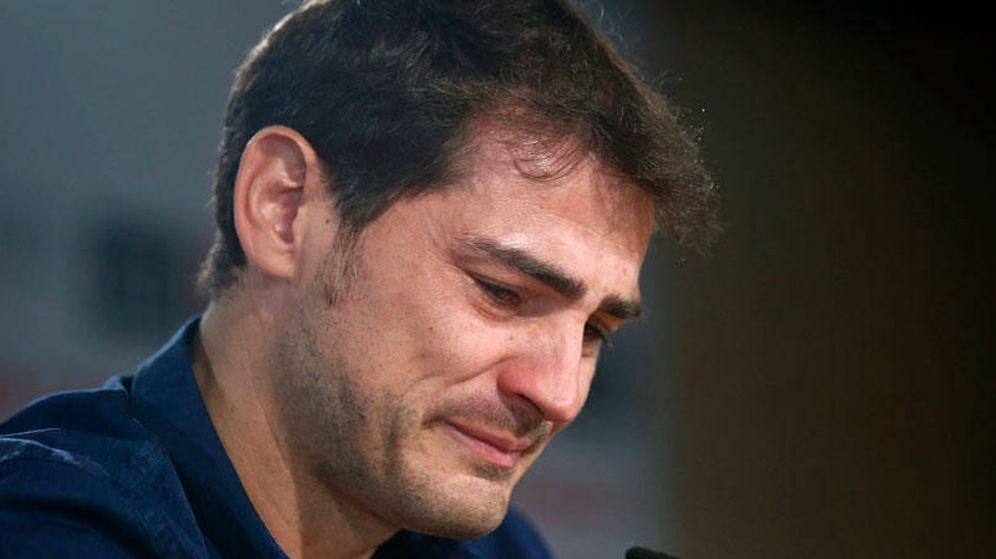 Foto: Iker Casillas llora en su despedida del Real Madrid. (EFE)