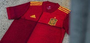 Post de ¿Un pijama o un mantel? Así es la nueva camiseta de España para la Eurocopa