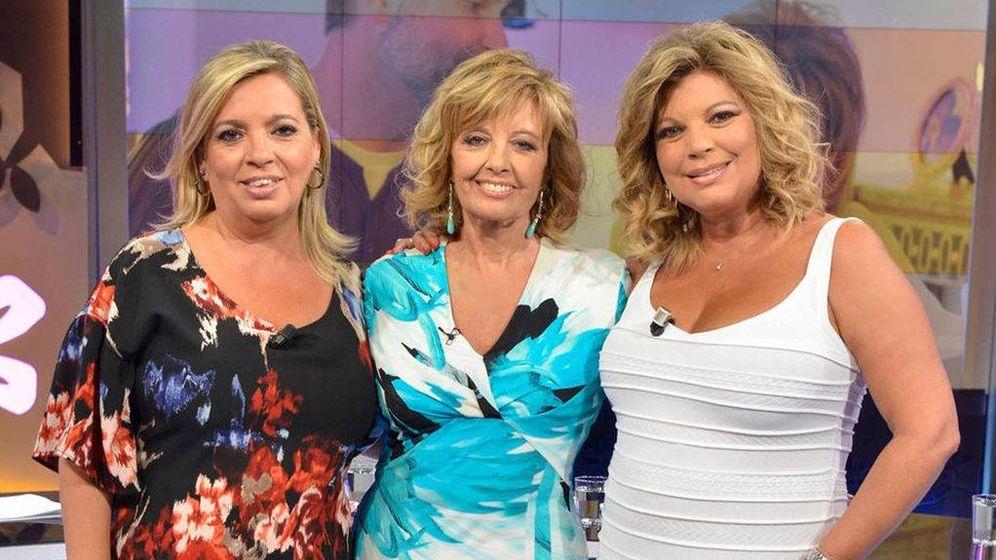 Foto: Mª Teresa y sus hijas, en el plató de Telecinco.