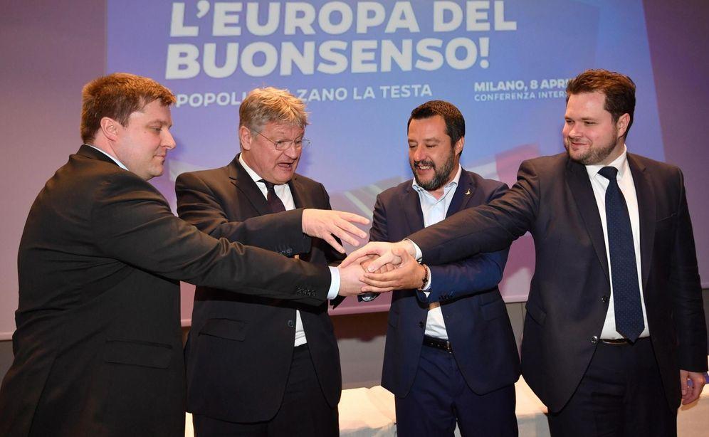 Foto: Salvini junto a Olli Kotro, de Verdaderos Finlandeses, o el copresidente de Alternativa Para Alemania. (EFE)