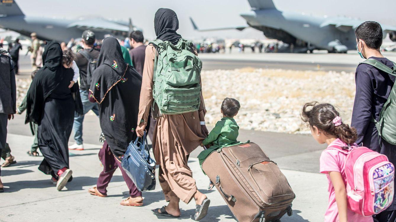 Foto: Evacuación en el aeropuerto de Kabul. (EFE)